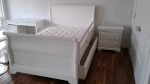 Sleybed with trundle and side stand