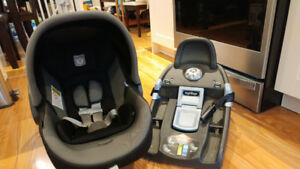Peg Perego Viaggio Carseat with 7 am enfant cocoon