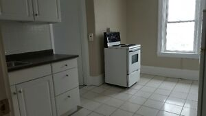 One Bedroom Available June 1st - $850/MTH plus Hydro