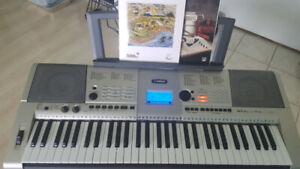 Yamaha keyboard YPT-420 with Books