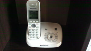Panasonic Home phone with answering machine DECT 6.0