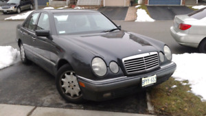 Black Mercedes-Benz E320W