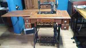 Machine à coudre antique New Williams