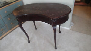 Beautiful antique kidney shaped desk (Cabriole Style)