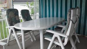 TABLE EN ULTRA RÉSINE PLUS  RALLONGE ET 4 CHAISES 5 POSITIONS