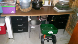 table with 5 pull out drawers.