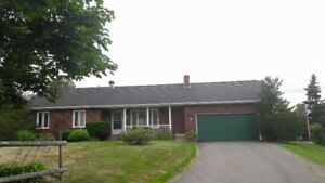 Beautiful 3 bedrooms, 2 bathrooms in Kelly Court for long rental