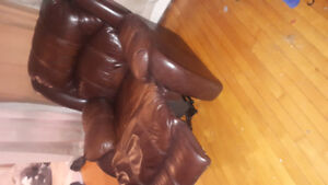 BROWN LEATHER CHAIR 40. HAS TO GO TONIGHT.  Pick up only