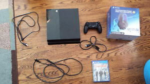 PS4 , 1 games and headset.