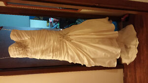 wedding dress never worn!!!