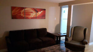 Room in spacious 2BR Apt - WiFi/Parking Included - Near Queen's