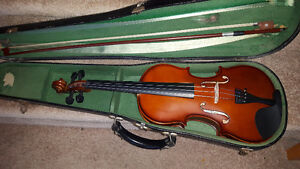Well preserved VIOLIN IN VERY OLD CASE