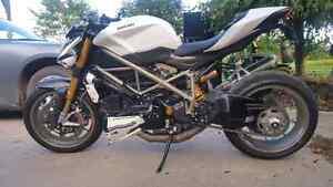 2010 Ducati StreetFighter 1098 S London Ontario image 7