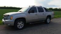 Chevrolet Avalanche Z-71 LOW KMS 4x4 Truck / SUV