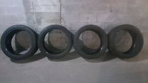 A Vendre 4 pneus d'été Michelin