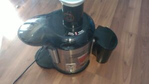 Juicerator, 850watt motor, works well, just don't use it anymore