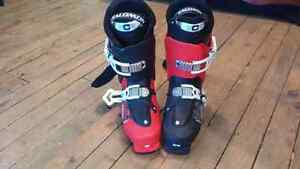 Red and Black Salomon ski boots(size 26/26.5)