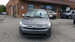 2011 Ford Focus SE - Super LOW Kilometers - Safety Included !