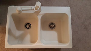Blanco Silgranite White sink with faucet MINT