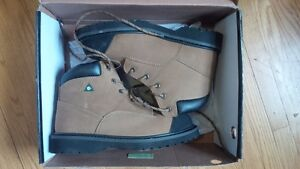"NEW unused 6"" Timberline Kodiak CSA steel toe boots - Sz 8."