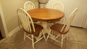 Beautiful Solid Oak Round Dinning table set