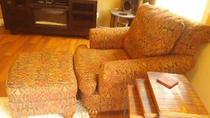 Living room chair and ottoman, 4 years old Kitchener / Waterloo Kitchener Area image 2