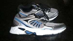 Men's Size 8 Running Shoes Brand NEW MINT