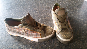 size 3 Converse shoes