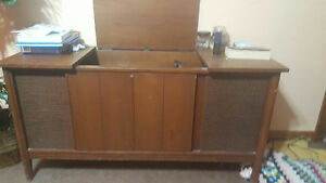 Late 50's AM/ FM/ Record player