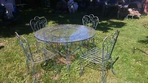 ornamental table & chairs