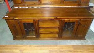 TRADITIONAL STYLE SOLID WOOD TV UNIT LEAD LIGHT GLASS DOORS Thebarton West Torrens Area Preview