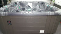 7 man open hot tub with stereo fully loaded