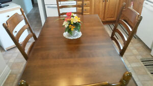 Table and chair set like new
