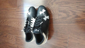 Boys Size 3.5 Under Armour Soccer Cleats