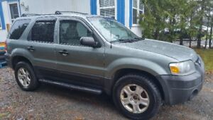 FOR SALE:  2005 Ford Escape XLT