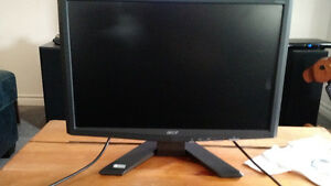 "ACER X 193W19"" LCD MONITOR STAND +VGA CABLE +POWER CABLE IN BOX"