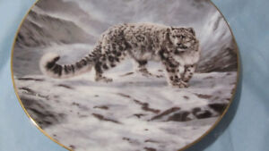 SNOW LEOPARD COLLECTIBLE PLATE
