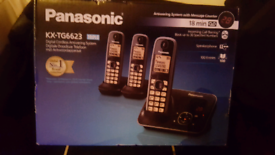 PANASONIC TRIPLE CORDLESS PHONES /ANSWER MACH