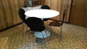 4 chaises Arne Jacobsen noires en bois (Reproductions)