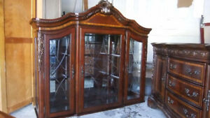 solid 2 piece buffet and hutch in exc cond