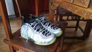 Nike foamposite electrolime silver size 9 9.5/10 condition Cambridge Kitchener Area image 4