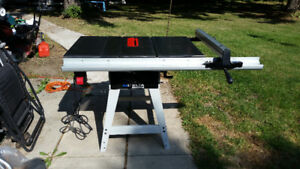 10 Inch Delta Industrial Table Saw - Banc Scie