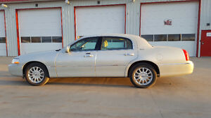 2007 Lincoln Town Car in EXCELLENT CONDITION
