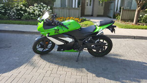 Special Edition Sports Bike w/ 1 of a kind Decals Ready to Ride!