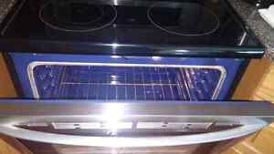 LG Stainless Steel Electric Stove with convection oven London Ontario image 2