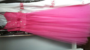 prom dress sz 4 32 to 34b paid $400