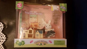 Calico Critters Discontinued Doll House set with rabbit NIB