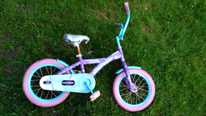 (deux Veló)Two bycicles for girls between 5 and 7 years