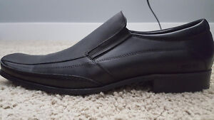 Mens Kenneth Cole Dress Shoes- Size 8.5 *New in box *