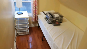 International Students Welcome! - Furnished Room - Queen Street